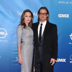 Angelina Jolie y Brad Pitt en la Gala por la Paz de la Berlinale 2012