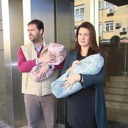 Alejandra Osborne abandona el hospital con sus hijos