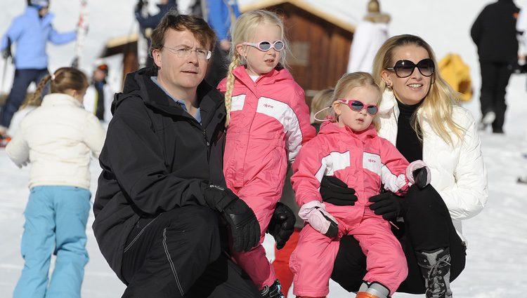 Friso de Holanda con su esposa Mabel y sus dos hijas