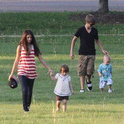 Justin Bieber y Selena Gomez con Jaxon y Jazmyn