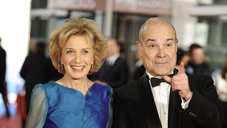 Marisa Paredes y Antonio Resines en la alfombra roja de los Goya 2012
