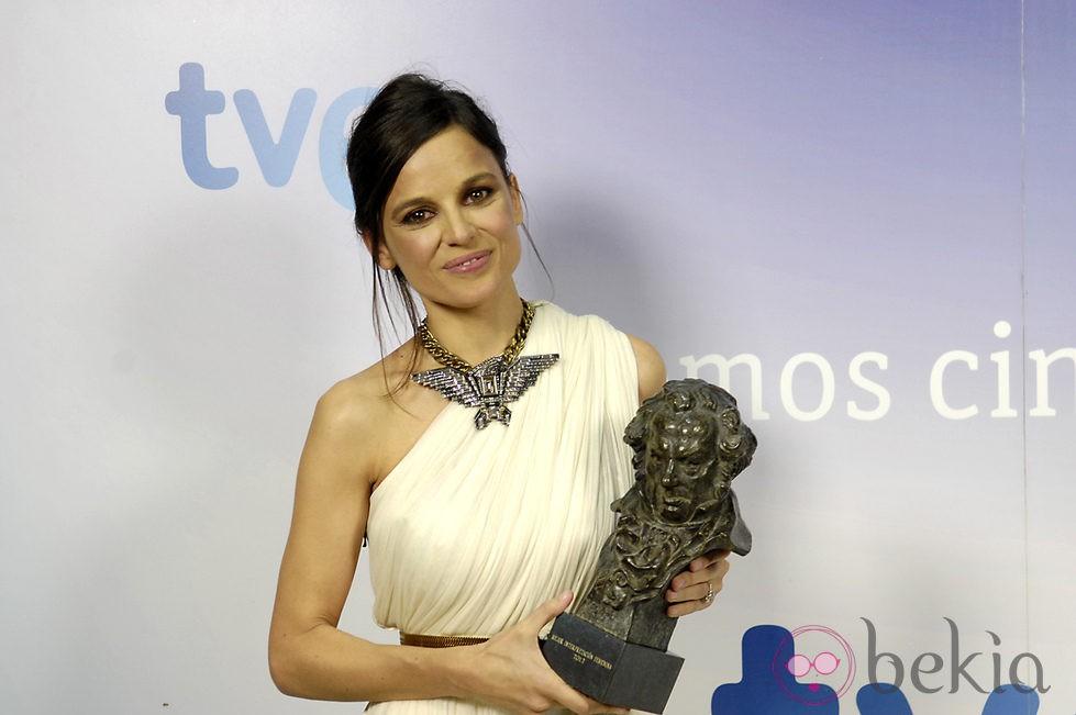 Elena Anaya posa con su Goya 2012