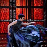 Eva Hache levanta su vestido al vuelo en la gala de los Goya 2012
