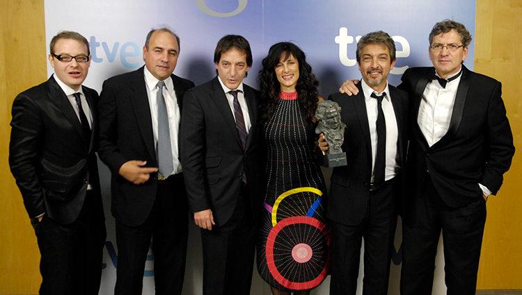 El equipo de 'Un cuento chino' posa con su Goya 2012