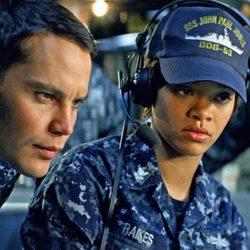Taylor Kitsch y Rihanna en la película 'Battleship'