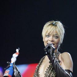 Rihanna recoge su premio Brit 2012