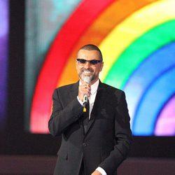 George Michael en los premios Brit 2012