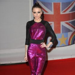 Cher Lloyd en los premios Brit 2012