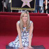 Jennifer Aniston con su estrella en el Paseo de la Fama