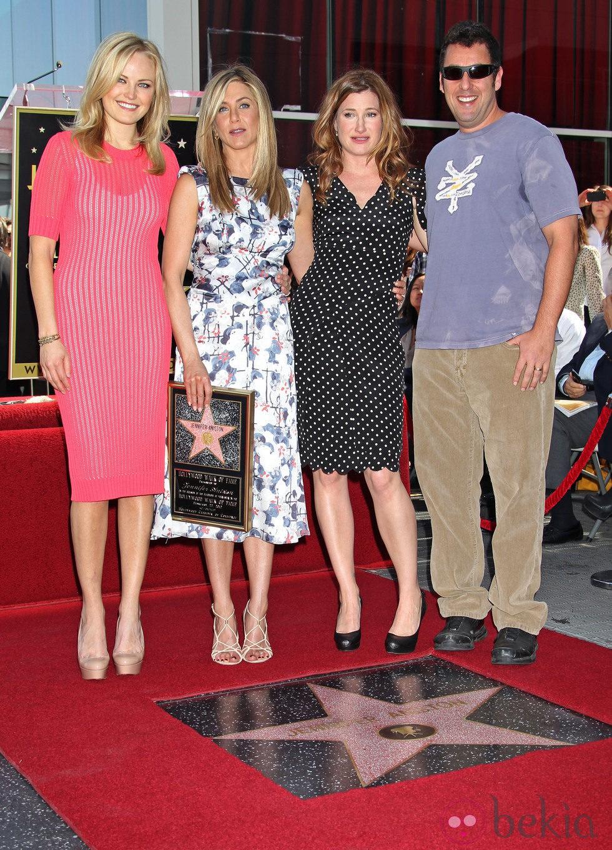 Jennifer Aniston junto a Adam Sandler, Malin Akerman y Kathryn Hahn