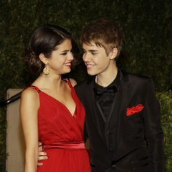 Justin Bieber y Selena Gomez en la fiesta post Oscar 2011