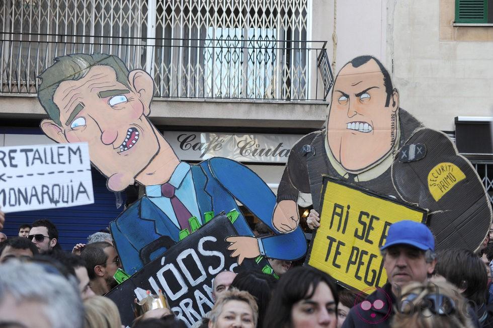 Protestas contra el Duque Iñaki Urdangarín frente a los juzgados de Palma de Mallorca