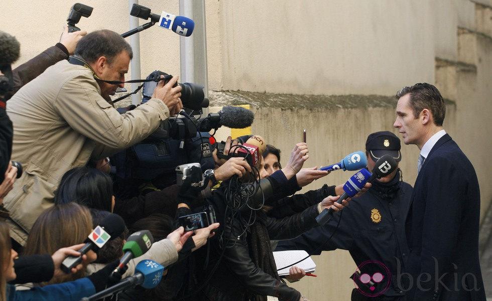 Iñaki Urdangarín comparece ante los medios antes de entrar al juzgado