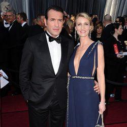 Jean Dujardin y Alexandra Lamy en la alfombra roja de los Oscar 2012