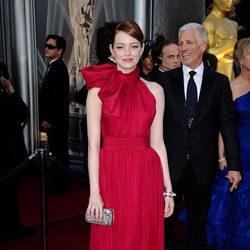 Emma Stone en la alfombra roja de los Oscar 2012