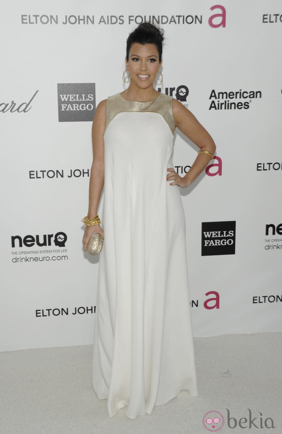 Kourtney Kardashian en la fiesta de Elton John tras los Oscar 2012
