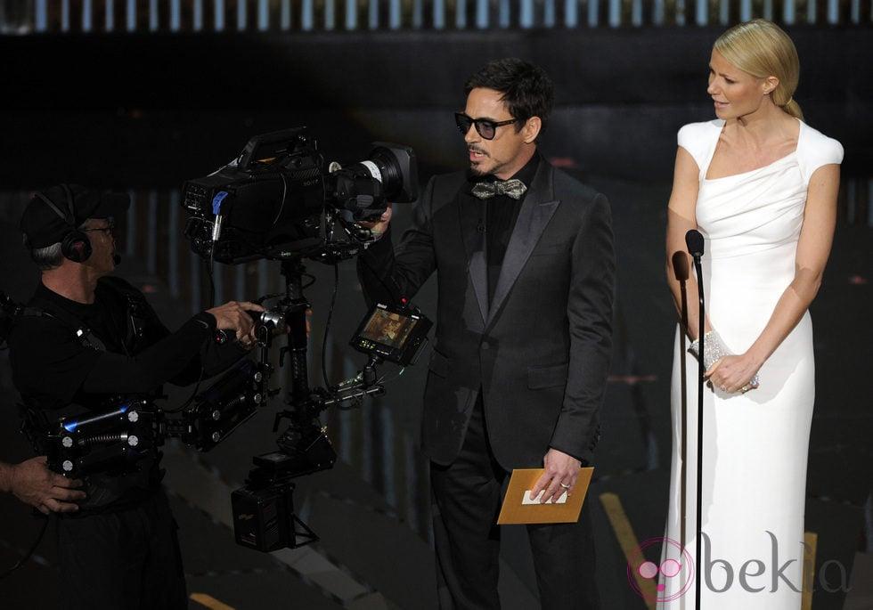Robert Downey Jr. y Gwyneth Paltrow en la ceremonia de entrega de los Oscar 2012