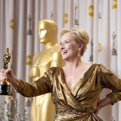 Meryl Streep posa con su Oscar 2012 a la Mejor Actriz