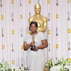 Octavia Spencer posa con su Oscar 2012 a la Mejor Actriz Secundaria