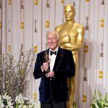Christopher Plummer posa con su Oscar 2012 como Mejor Actor Secundario
