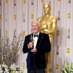 Christopher Plummer posa con su Oscar 2012 como Mejor Actor Secundario