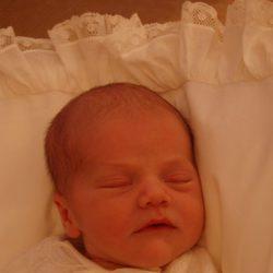 La Princesa Estela de Suecia con cuatro días de vida