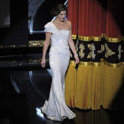Milla Jovovich en la gala de los Oscar 2012