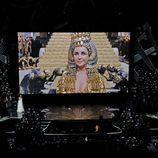 Esperanza Spalding canta en el homenaje a Elizabeth Taylor en los Oscar 2012