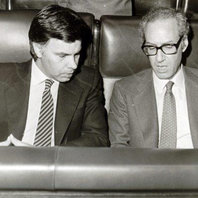 Miguel Boyer con Felipe González en el Congreso de los Diputados
