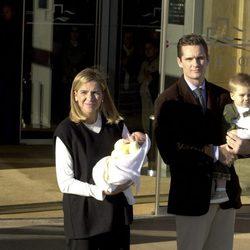 La Infanta Cristina e Iñaki Urdangarin presentan a su hijo Pablo