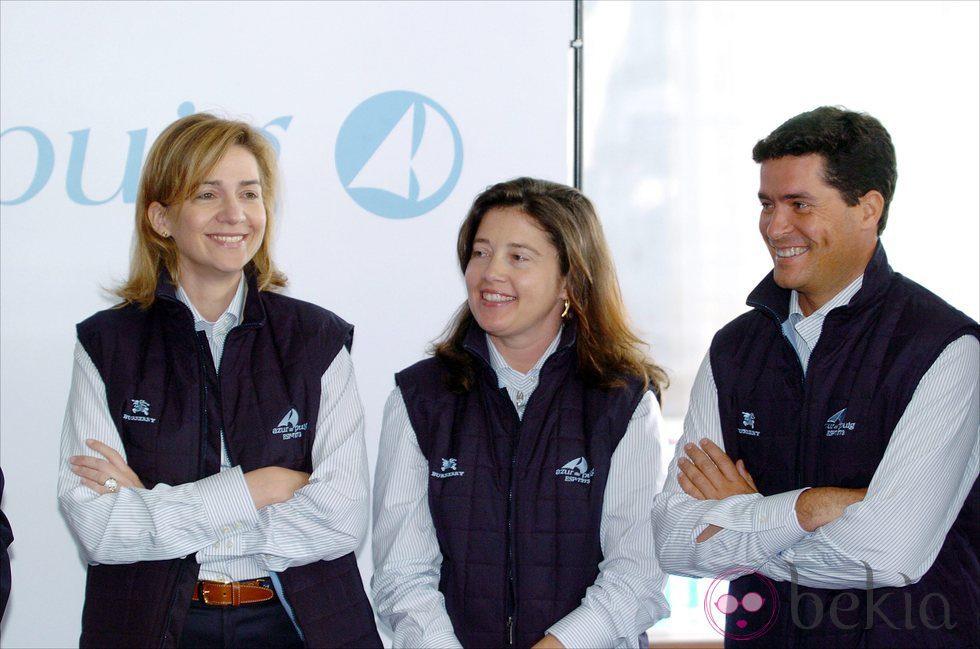 La Infanta Cristina con su prima Alexia de Grecia y Carlos Morales en 2004