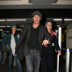 Jean Dujardin en el aeropuerto de Los Ángeles