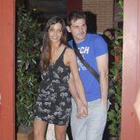 Sara Carbonero e Iker Casillas dando un paseo