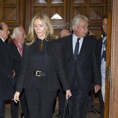 Felipe González y Mar García Vaquero en el funeral de María Vela Aparicio
