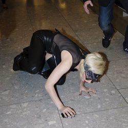 La caída de Lady Gaga en el aeropuerto de Londres
