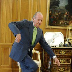 El Rey Juan Carlos sufre un tropiezo en Zarzuela
