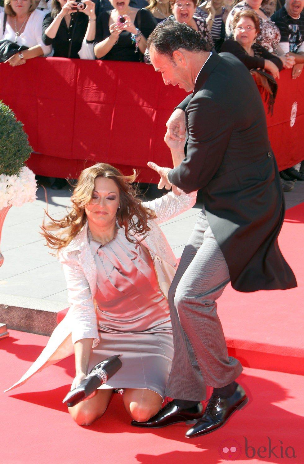 La mujer de Pepín Liria se cayó a su llegada a la boda de José Mari Manzanares