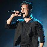 David Bustamante cantando en su concierto en Madrid