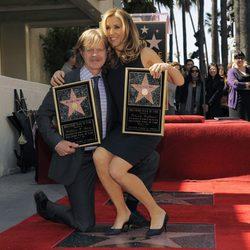 William H. Macy y Felicity Huffman con su estrella en el Paseo de la Fama