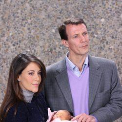 Joaquín y Marie de Dinamarca presentan a su hija recién nacida