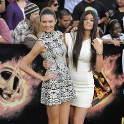 Kendall Jenner y Kylie Jenner en el estreno de 'Los juegos del hambre' en Los Ángeles