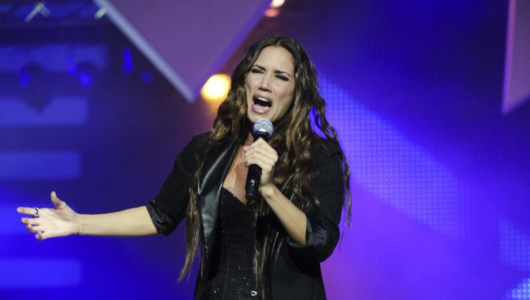 India Martínez actúa en los premios Cadena Dial 2011