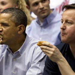 Barack Obama y David Cameron en un partido de baloncesto