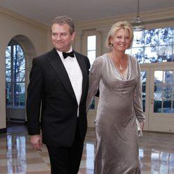Hugh Bonneville y Lulu Evans en la Casa Blanca