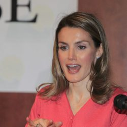 La Princesa Letizia usando el lenguaje de signos