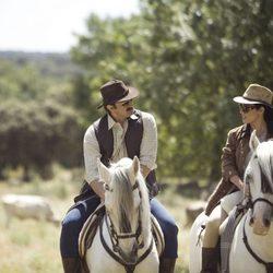 Eva Marciel y Aníbal Soto son Isabel Pantoja y Julián Muñoz en 'Mi gitana'