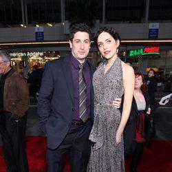 Jason Biggs y Jenny Mollen en el estreno de 'American Pie: El Reencuentro'