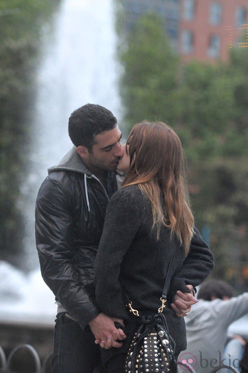 Blanca Suárez y Miguel Ángel Silvestre besándose en Madrid