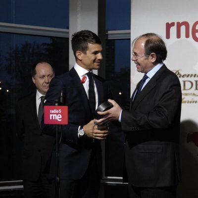 Pío García Escudero entrega la Oreja de Oro 2011 a José María Manzanares