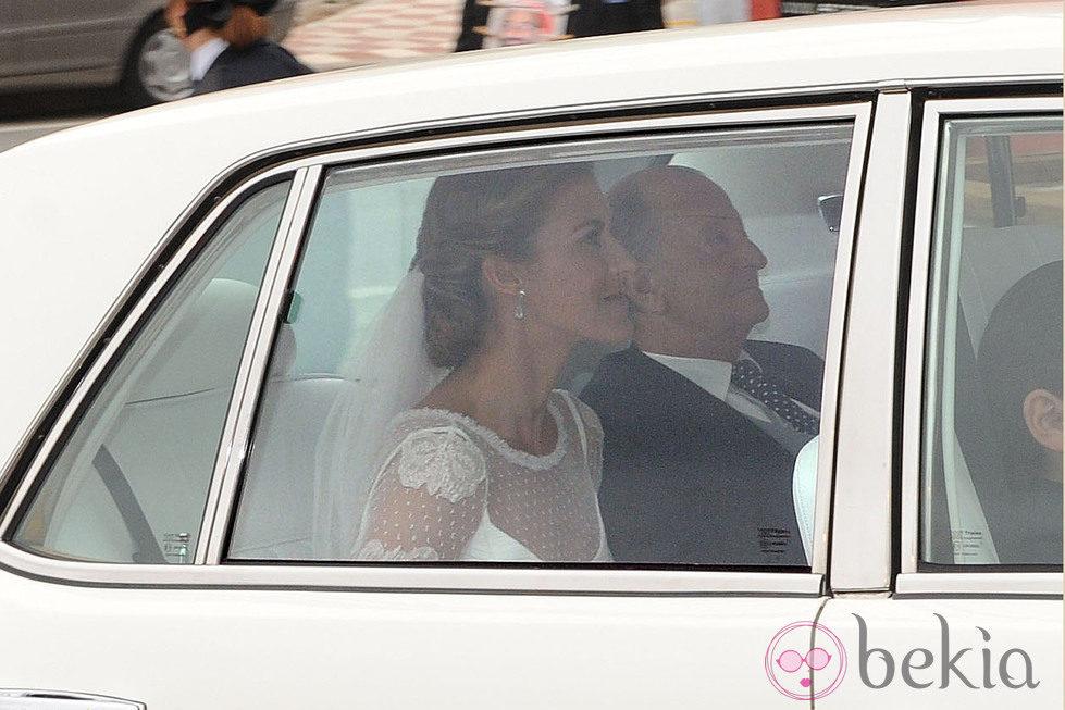 Beatriz Mira a su llegada a su boda con Álvaro Fuster